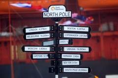 is little norr pingvinpol för natt Indexavstånd till närmast viktiga städer Arkivbilder