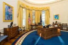 Little Rock, AR/USA - circa febbraio 2016: Replica dell'ufficio ovale della Casa Bianca in Bill Clinton Presidential Center e in  Immagini Stock