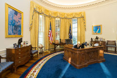 Little Rock AR/USA - circa Februari 2016: Kopia av Vita Huset ovala kontor i Bill Clinton Presidential Center och Libr arkivbilder