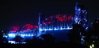 Little Rock--Noche del puente de la isla de la roca Fotografía de archivo