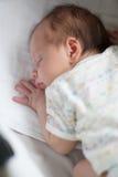 Little som är gullig, behandla som ett barn att sova 免版税图库摄影