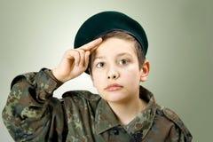 little tjäna som soldat arkivfoton
