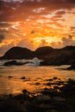 Littoral au coucher du soleil en Norvège Images stock