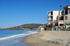 Littoral au sud de la plage principale dans le Laguna Beach, la Californie Images stock