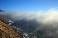 littoral brumeux photographie stock libre de droits