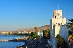 Littoral dans une ville grecque Photographie stock