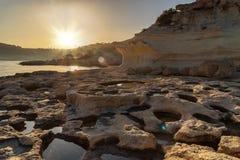 Littoral de la mer Méditerranée autour de la région d'Akyar au coucher du soleil Mersin La Turquie photos stock