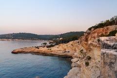 Littoral de la mer Méditerranée autour de la région d'Akyar au lever de soleil Mersin La Turquie images libres de droits