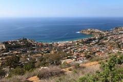 Littoral de Laguna Beach d'une vue aérienne qui montre l'émeraude Images libres de droits