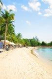Littoral de plage de Siloso dans l'île-hôtel de Sentosa à Singapour Photographie stock