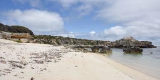 Littoral de Rottnest avec Rocky Beach photo stock
