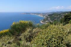 Littoral de village Afionas à l'île Grèce de Corfou vers Photographie stock