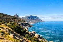 Littoral en dehors de baie de camps, Afrique du Sud Photos stock