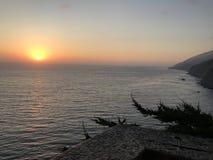 Littoral en lambeaux de point coucher du soleil en septembre 2017 Photo libre de droits
