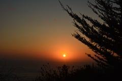 Littoral en lambeaux de point coucher du soleil en septembre 2017 Photographie stock