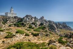 Littoral et phare dans le Testa de capo, Sardaigne, Italie photo libre de droits