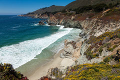 Littoral Pacifique en Californie - omnibus un Photographie stock libre de droits