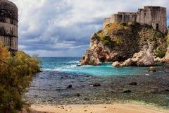 Baie et fort Lovrijenac de Dubrovnik Image stock