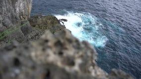 Littoral rêveur à l'île de Nusa Penia, Indonésie clips vidéos