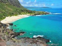 Littoral rocailleux au vent d'Oahu Photographie stock