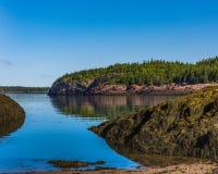 Littoral rocailleux du Nouveau Brunswick photographie stock libre de droits
