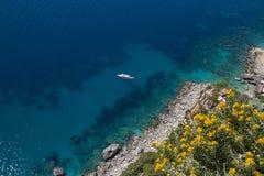 Littoral rocheux, île de Capri (Italie) photographie stock libre de droits