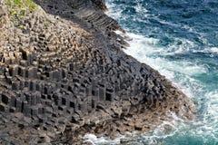 Littoral rocheux de Staffa Photographie stock libre de droits