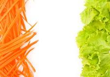 Littuce und Karotte auf weißem Hintergrund. Stockbilder