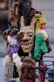 2017-02-25 Lituania, Vilna, Shrovetide, máscara para el carnaval, carnaval de febrero, verde, máscara malvada de las máscaras gri Foto de archivo
