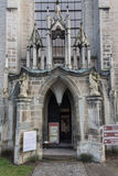 LITVA VILNIUS, LISTOPAD, - 02 2016: Wejście średniowieczny kościół święty John w Cesis Ten jawny kościół jest Obrazy Stock