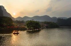 Liuzhou Longtan parkerar landskap Royaltyfri Bild