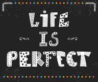 Liv är perfekt Dragit citationstecken för inspiration hand Gullig hälsningbil Royaltyfri Fotografi