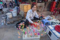 Liv av den vietnamesiska försäljaren i Hoi An Royaltyfri Bild