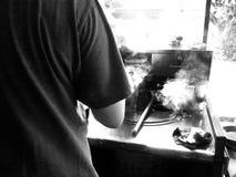 Liv av köpmanThai den traditionella coffee shop i Thailand Fotografering för Bildbyråer