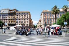 Liv för Rome stadsgata på Maj 30, 2014 Arkivbild