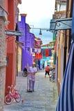 Liv i Burano, Italien arkivfoton