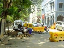 Liv i Indien vägkonstruktion i Mumbai Royaltyfri Bild