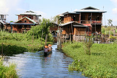 Liv på Inle laken, Burma (Myanmar) Royaltyfria Bilder