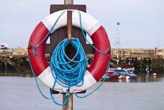 Livboj på en stolpe på en hamn Arkivbild