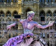 Livbollsikt på statyn framme av stadshuset i Wien, Austr Arkivbilder