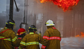 Live Fire Training Project à l'école du feu image stock