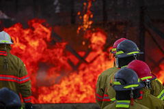Live Fire Training Project på brandskolan Royaltyfri Bild