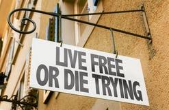 Live Free oder sterben zu versuchen unterzeichnen herein ein Begriffsbild Stockbild