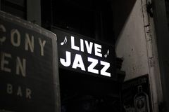 Live JAzz Sign de la Nouvelle-Orléans photo stock