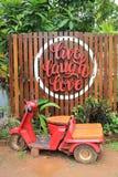 Live Laugh Love y vespa roja en el ferrocarril de Kantang imagen de archivo libre de regalías