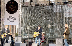 Live-Musik auf 75. Jahrestag von John Lennon-Festival in Riga Stockfoto