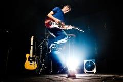Live musik Musikinstrument och rockband Royaltyfri Foto