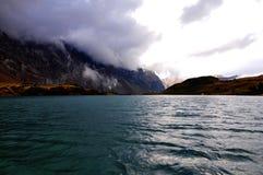 Live- See auf Spitzen-montain lizenzfreies stockbild