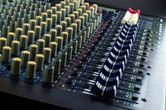 Live Sound Mixers och thai musikstudio Fotografering för Bildbyråer