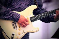 live spelare för gitarr Arkivbilder